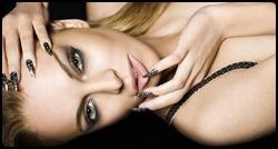 Lindsay em photoshoot para o Beauty Book For Brain Cancer