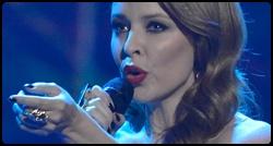 Kylie em sua apresentação no X-Factor UK